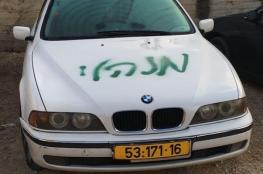 مستوطنون يخطون شعارت عنصرية ويعطبون مركبات في شعفاط