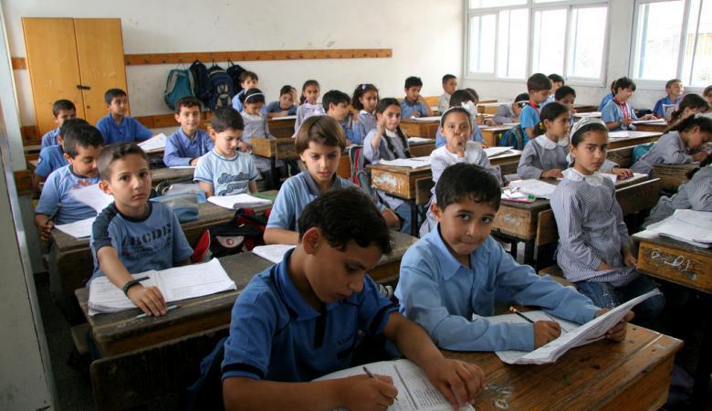 """""""اسرائيل """" : السلطة حذفت من كتبها المدرسية كل ما يتعلق بالسلام"""