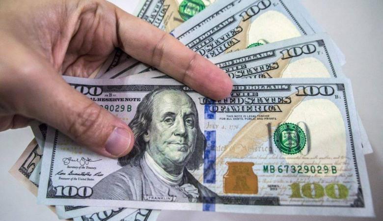 الدولار يتراجع الى ادنى مستوياته امام الشيكل منذ عامين