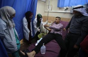المستوطنون يعتدون على شاب فلسطيني اثناء قطفه للزيتون بنابلس