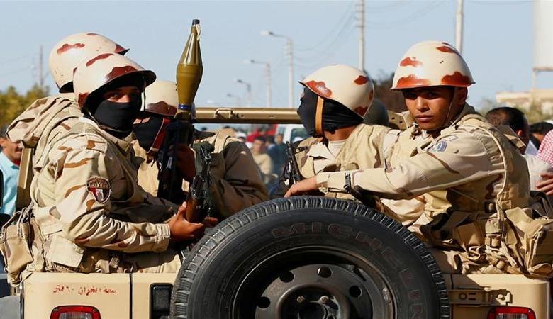 الجيش المصري يحذر شركات الملابس