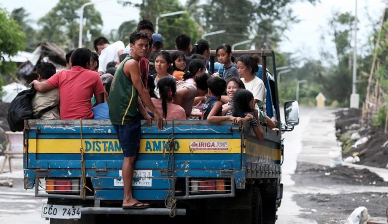 """الإعصار """"كاموري"""" يضرب الفلبين ويجبر السلطات على إغلاق مطار مانيلا"""