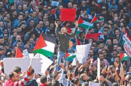 وكيل وزارة العمل يشرح بنود قانون الضمان الاجتماعي خلال اعتصام برام الله