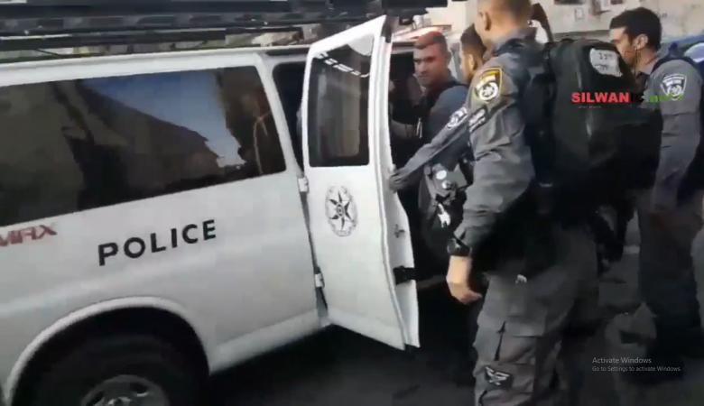 الاحتلال يعتقل طفلا ووالده من العيسوية بالقدس المحتلة