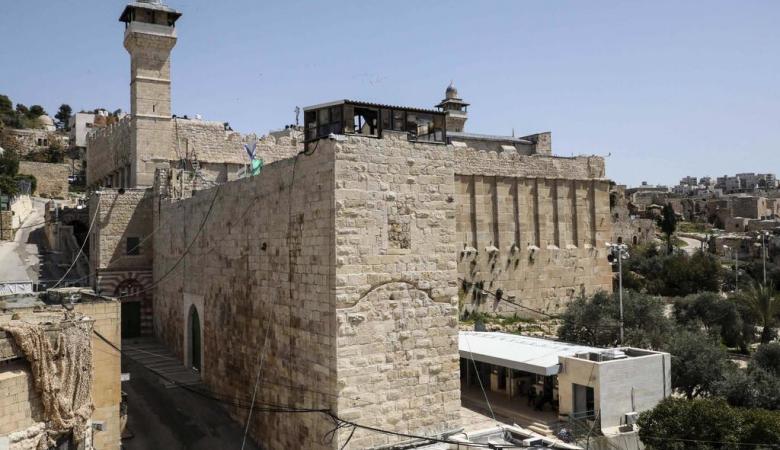 الاحتلال منع رفع الأذان في المسجد الإبراهيمي 54 وقتا الشهر المنصرم