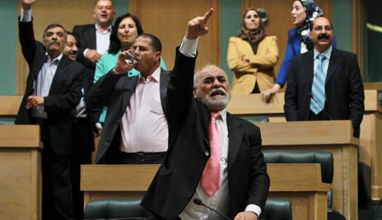 """الاردنيون يترقبون  نتائج جلسة """"حجب الثقة"""" عن حكومة الملقي"""