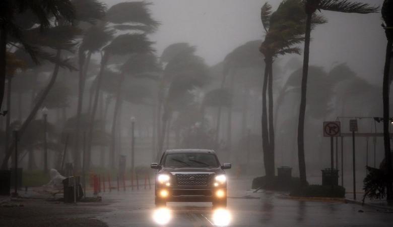 """تحذيرات من """"دمار لا يمكن تصوره""""... الإعصار """"مايكل"""" يضرب فلوريدا"""