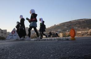 قوات الاحتلال تغلق مدخل مخيم الفوار بالخليل ببوابة حديدة