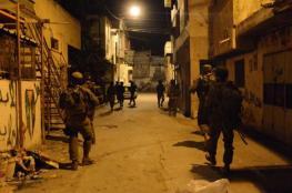 الاحتلال يعتقل 8 مواطنين من الضفة الغربية فجر اليوم