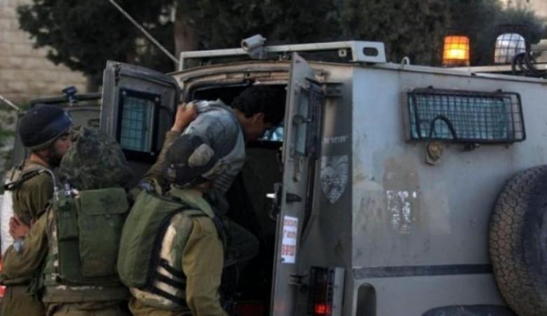 قوات الإحتلال تعتقل شابا وتحتجز آخر من جنين ومخيمها