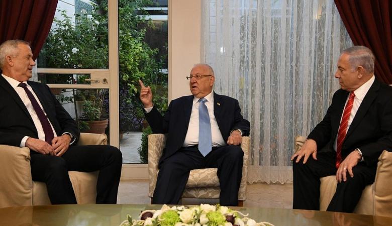 الرئيس الاسرائيلي يوبخ نتنياهو وغانتس ويصفهما بالمجانين