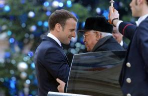 الرئيس محمود عباس اثناء لقاء الرئيس الفرنسي ماكرون في باريس