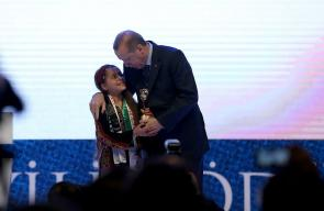 أردوغان يكرم أصغر صحفية فلسطينية