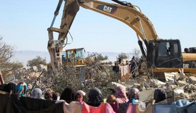 جرافات الاحتلال تهدم منزلا في الولجة شمال غرب بيت لحم