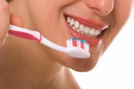 هذه الاخطاء التي نقع بها عند تنظيف أسناننا بالفرشاة