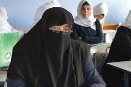 غزة : طالبة تعود للدراسة بعد غياب 25 عاماً