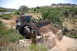 الاحتلال يغلق طريقا بالمكعبات الإسمنتية في تقوع شرق بيت لحم