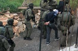 الاحتلال يعتقل 16 مواطنا من الضفة الغربية فجر اليوم