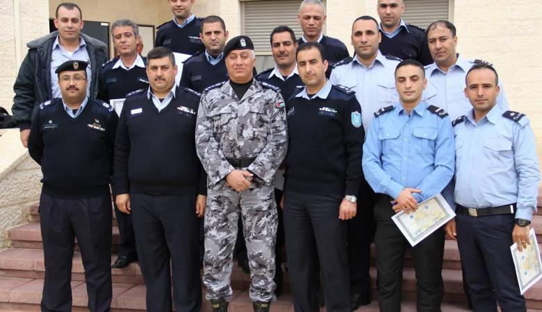 الشرطة تخريج 36 ضابطاً وضابط صف شاركوا بدورات في أريحا