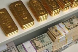 الدولار يهوي بالذهب