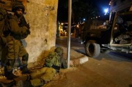 اعتقال ثلاثة مواطنين في حملة مداهمات ليلية
