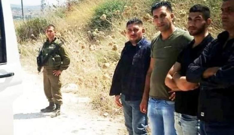 الاحتلال يفرج عن اربع ضباط من جهاز المباحث بعد احتجازهم جنوب نابلس