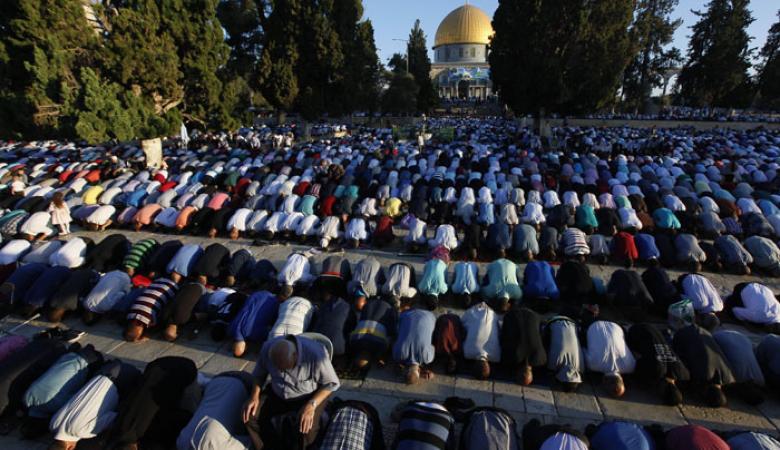هذا هو حكم صلاة الجمعة يوم العيد موقع رام الله الإخباري