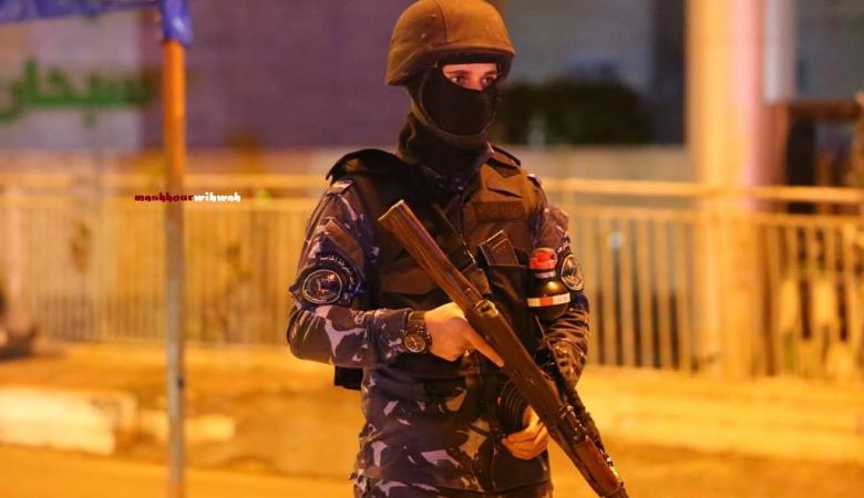 اطلاق نار على مركز للشرطة الفلسطينية في الرام والقوات ترد على مصادر النيران