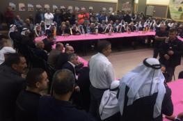 وفد عشائري كبير من  الخليل ينهي خلاف بين عمال فلسطينيين وشبان من النقب