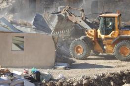 مستوطنون يهدمون جدارا استناديا لأرض في بيت عينون شمال الخليل