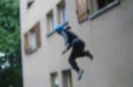 زوج يلقي بزوجته من الطابق الخامس بعد علمه بإصابتها بكورونا