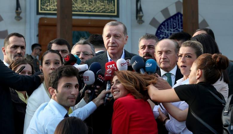 شاهد ...أردوغان يؤدي صلاة عيد الفطر في إسطنبول