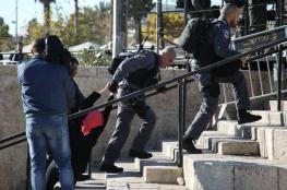 إصابة فتاة ومصور صحفي باعتداء جنود الاحتلال علىهما أمام باب العامود بالقدس