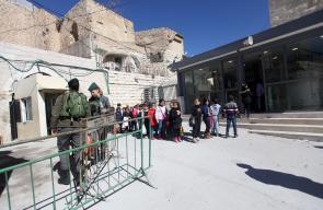 الاحتلال يشدد اجراءاته العسكرية امام بوابات الحرم الابراهيمي
