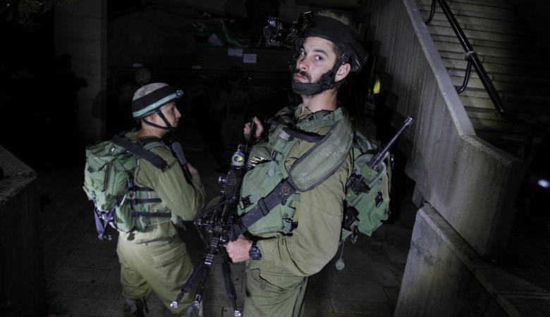 الاحتلال يعتقل 3 مواطنين من الضفة الغريبة فجر اليوم