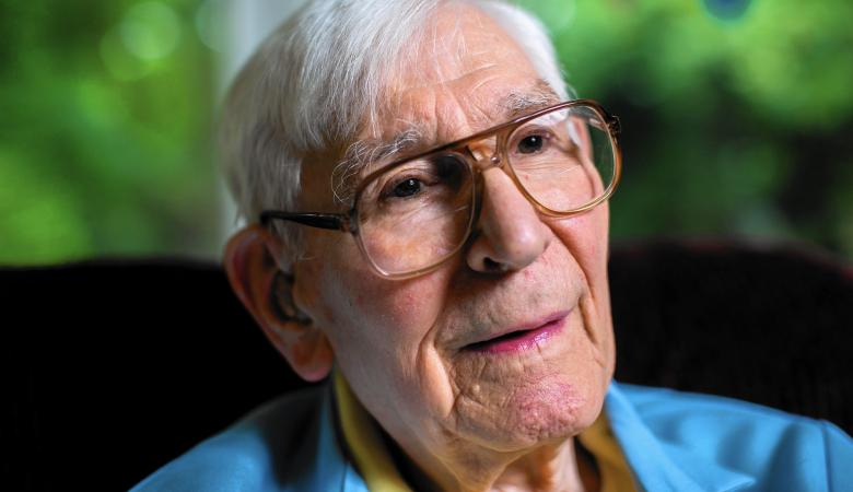 سجن مسن عمره 102 عاماً اعتدى جنسياً على فتاة في القرن الماضي