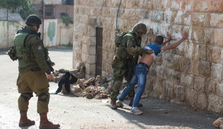 الاحتلال يعتقل ثمانية مواطنين بينهم طفلين في الضفة