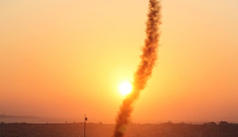 إصابة 6 مستوطنين جراء اطلاق 35 صاروخا من غزة