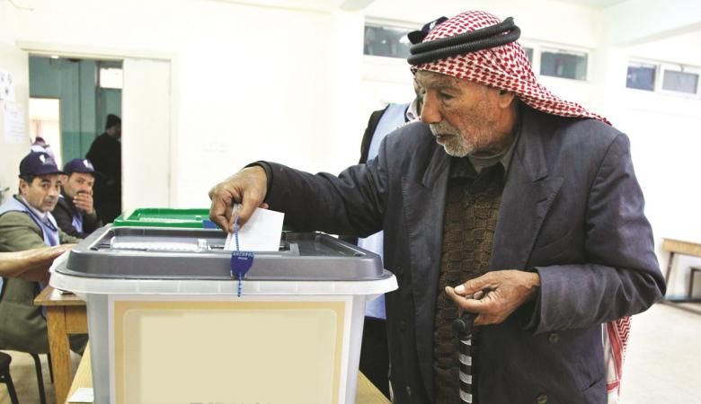 ثلث الفلسطينيين لن يصوتوا لأي فصيل بالانتخابات المقبلة