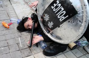 مواجهات بين قوات الامن الصينية ومتظاهرين ضد اجراءات الحكومة الصينية بحق مسلمي الايغور بهونغ كونغ