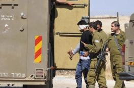 قوات الاحتلال تعتقل 12 مواطنا من الضفة الغربية فجر اليوم