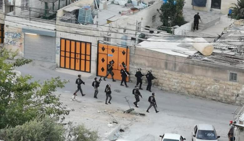 قوات الاحتلال تقتحم العيسوية وتلحق اضرار بممتلكات المواطنين