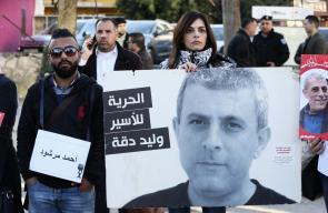 سلسلة بشرية على دوار المنارة في رام الله تضامنًا مع الأسرى في سجون الاحتلال