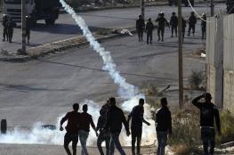 الاحتلال يصيب عشرات الطلبة بعد مهاجمته لمدرسة في الخليل
