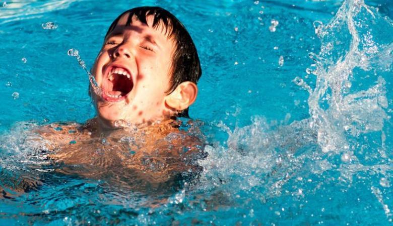 مصرع طفل 5 سنوات غرقا في بركة سباحة بدير البلح