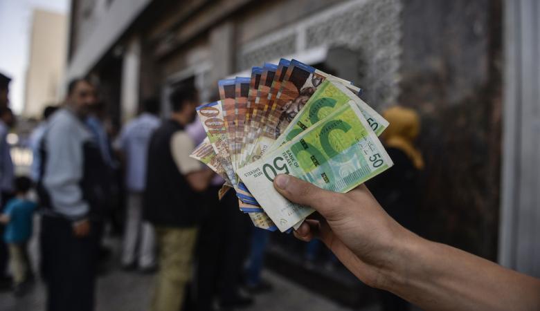 قيادي بفتح : الحكومة تحاول ايجاد حلول للازمة المالية