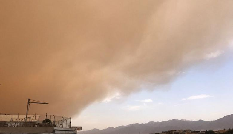 بالفيديو.. عاصفة رملية تؤدي لتوقف مطار إيلات وإغلاق شوارعها