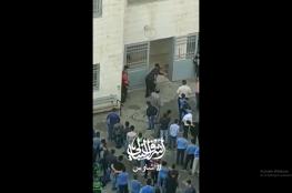 بعد فيديو التعنيف والضرب ..وزارة التربية تتحرك وتوقف المعلم