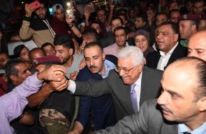 الرئيس محمود عباس اثناء جولة في مدينة رام الله