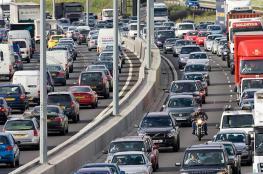 بريطانيا تتعهد بحظر سيارات الديزل والبنزين